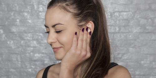 Oreille qui siffle: les causes possibles